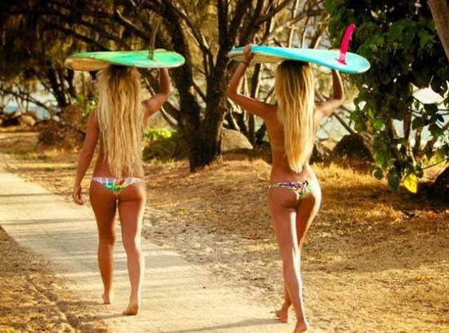 Surfer_girls_22