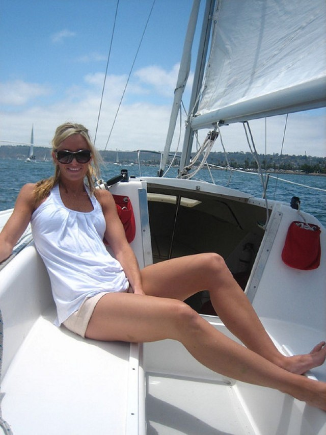 woman-girls-lady-female-sailboats-sailing-sails-boats (26) (Custom)