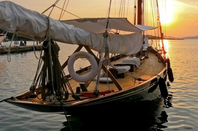 Classic Sailboats (34 photos) CLICK HERE