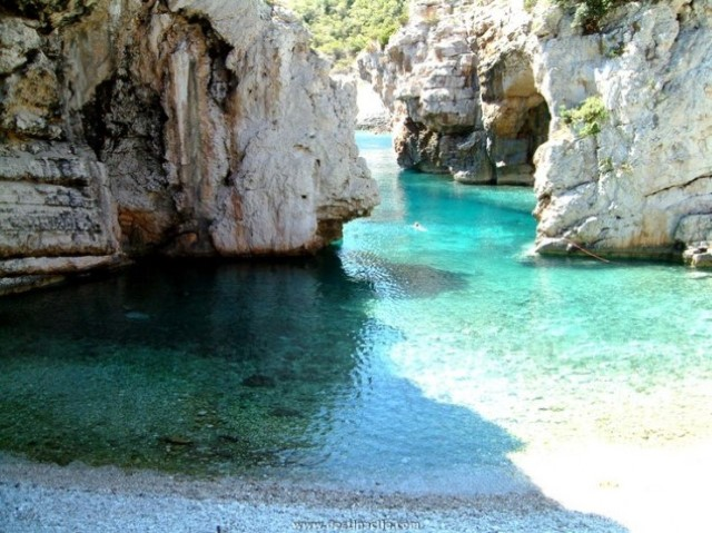 Stiniva-beach.-Island-of-Vis-Croatia-634x475