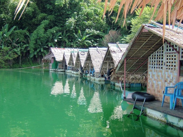 thailand_hotel_water_lake_national_park_kao_sok_bungalows_cabins
